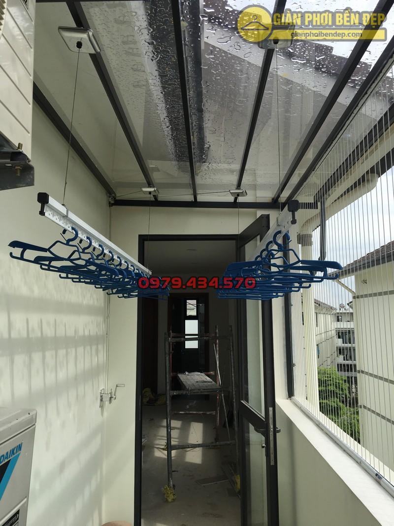 Lắp giàn phơi cho trần mái kính nhà anh Doanh khu đô thị liền kề 32 Vinhome Thăng Long-01