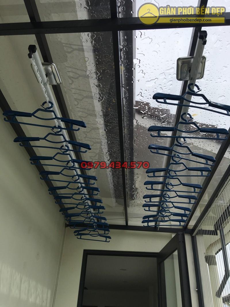 Lắp giàn phơi cho trần mái kính nhà anh Doanh khu đô thị liền kề 32 Vinhome Thăng Long-09