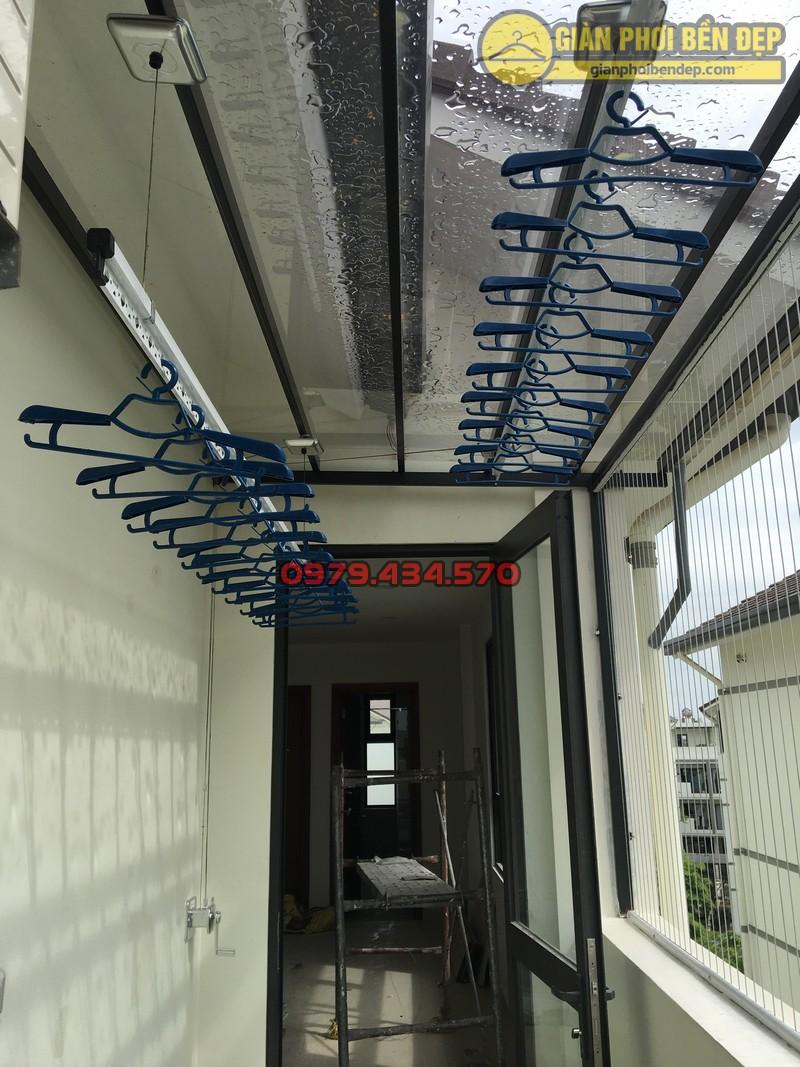 Lắp giàn phơi cho trần mái kính nhà anh Doanh khu đô thị liền kề 32 Vinhome Thăng Long-10