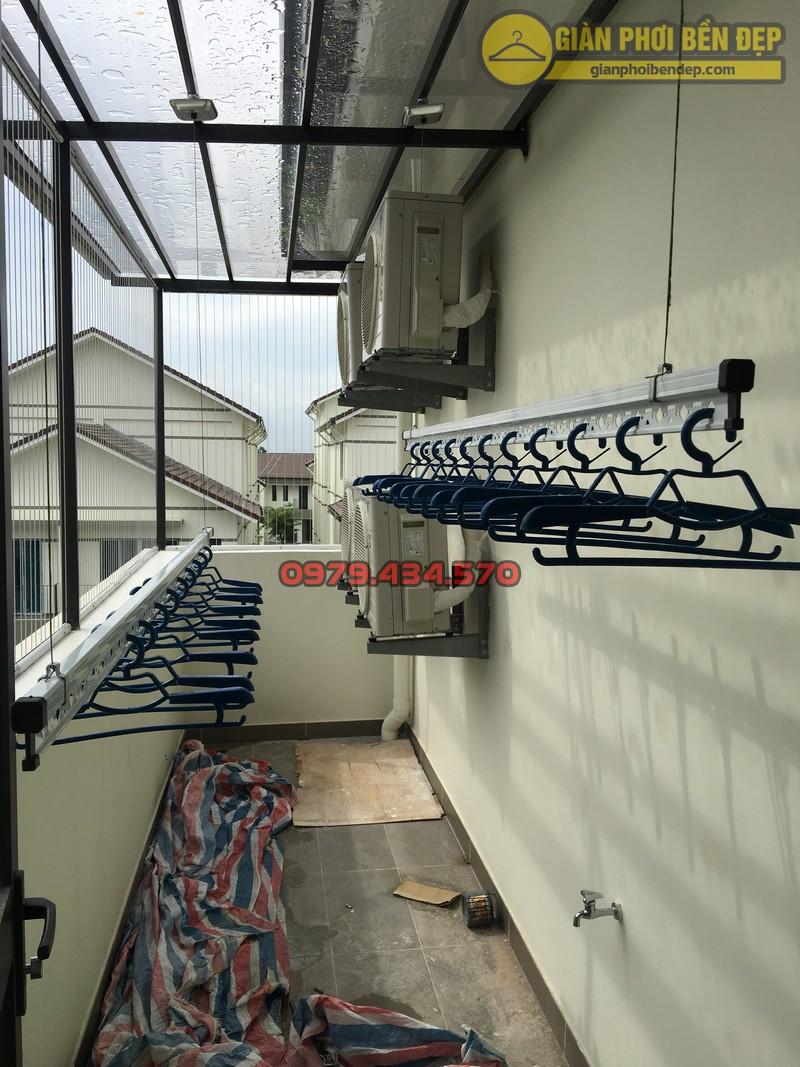 Lắp giàn phơi cho trần mái kính nhà anh Doanh khu đô thị liền kề 32 Vinhome Thăng Long-06