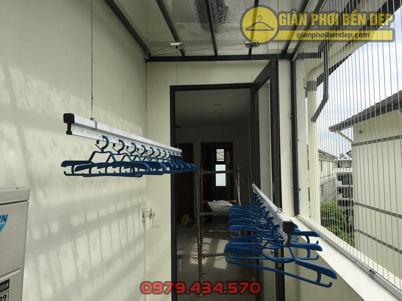 Lắp giàn phơi cho trần mái kính nhà anh Doanh khu đô thị liền kề 32 Vinhome Thăng Long-07