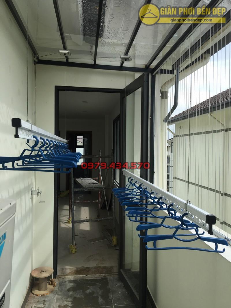 Lắp giàn phơi cho trần mái kính nhà anh Doanh khu đô thị liền kề 32 Vinhome Thăng Long-08