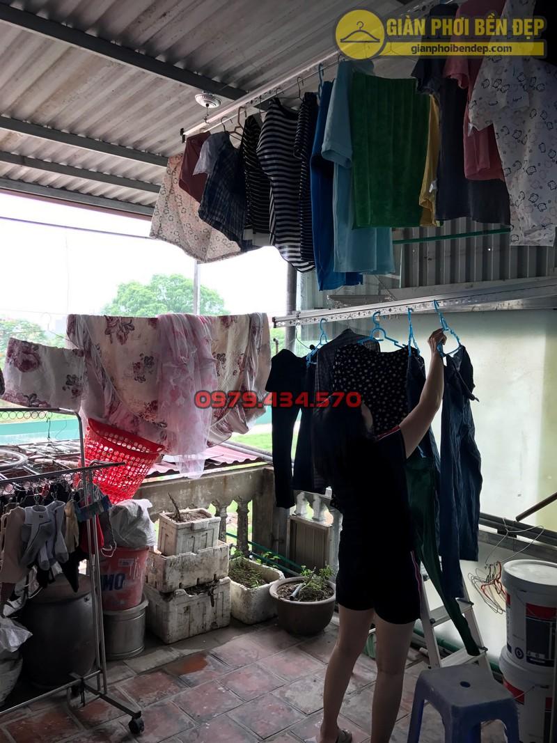Lắp đặt giàn phơi thông minh cho trần mái tôn nhà chị Lan, Xuân Đỉnh-01