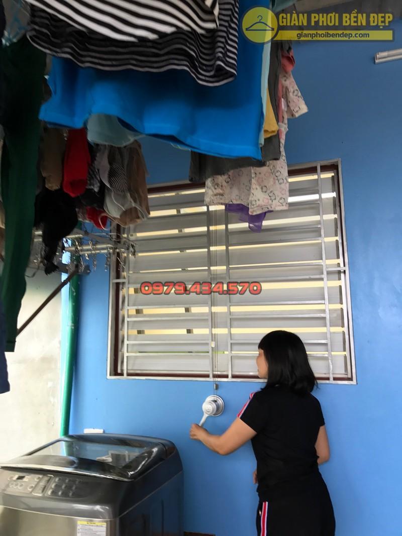 Lắp đặt giàn phơi thông minh cho trần mái tôn nhà chị Lan, Xuân Đỉnh-04