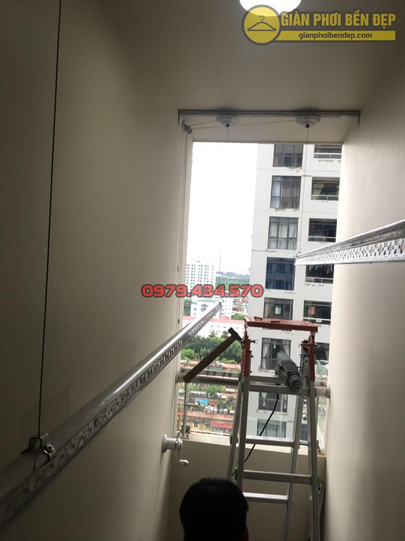 Lắp giàn phơi cho trần thạch cao nhà anh Phong chung cư Tràng An Complex-11