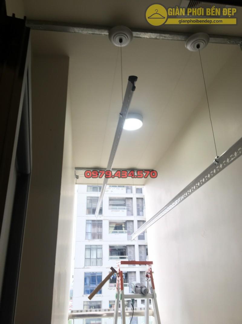 Lắp giàn phơi cho trần thạch cao nhà anh Phong chung cư Tràng An Complex-08