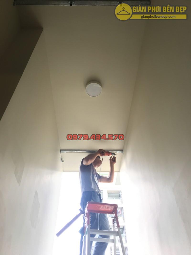 Lắp giàn phơi cho trần thạch cao nhà anh Phong chung cư Tràng An Complex-09