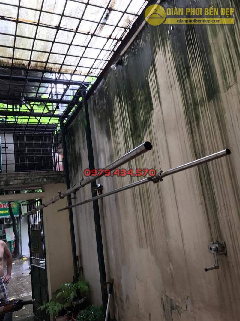 Sửa lỗi đứt dây cáp giàn phơi thông minh nhà cô Hồng khu B2A khu tập thể Thành Công-01