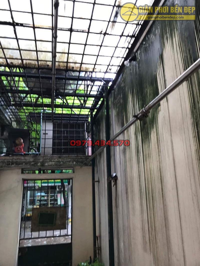 Sửa lỗi đứt dây cáp giàn phơi thông minh nhà cô Hồng khu B2A khu tập thể Thành Công-10