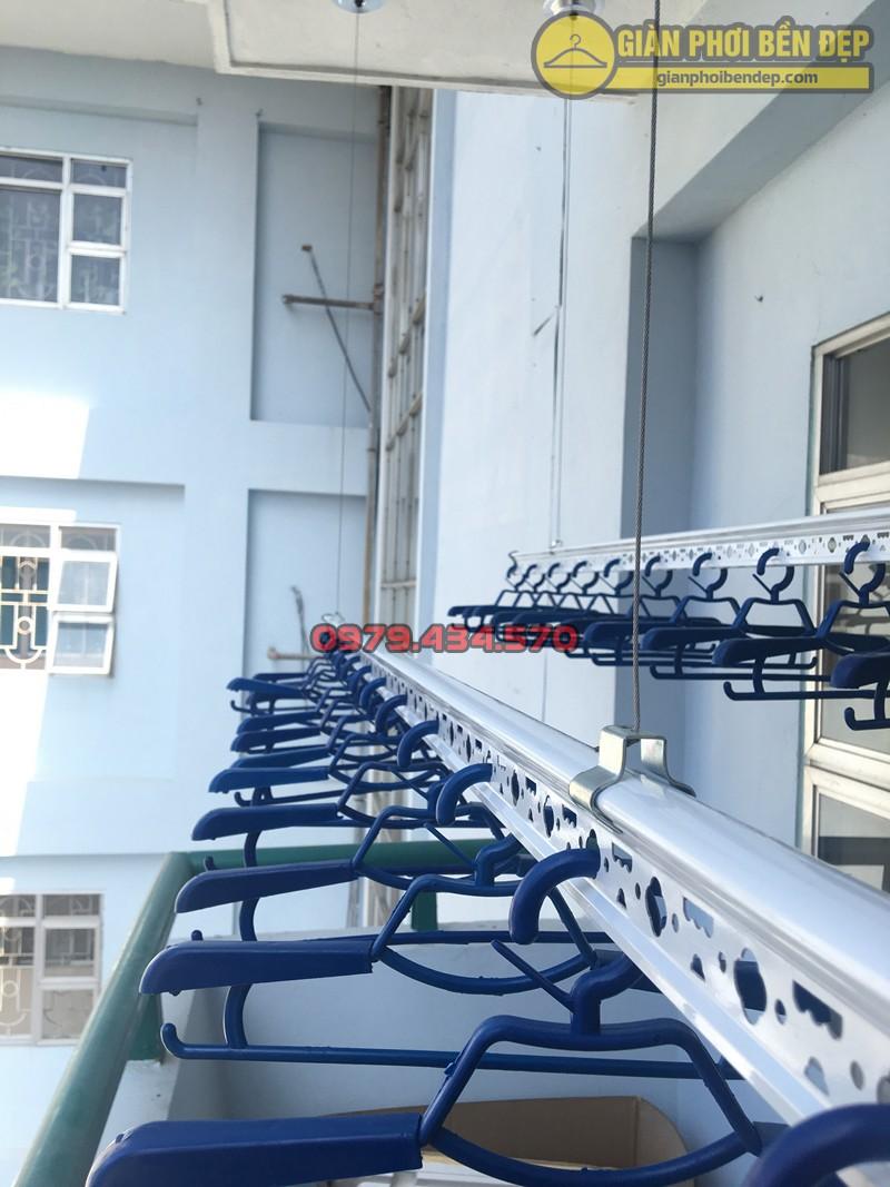 Lắp bộ giàn phơi Ba Sao cao cấp tại ban công nhà chị Hạnh, tòa A5 Nguyễn Cảnh Dị