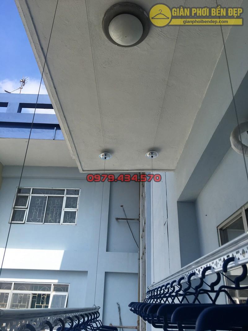 Bộ giàn phơi Ba Sao cao cấp tại ban công nhà chị Hạnh