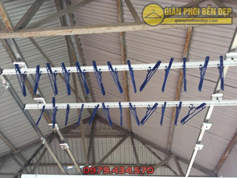 Khoan lắp giàn phơi thông minh tại sân phơi mái tôn nhà anh Lĩnh ngõ 54 chùa Hà