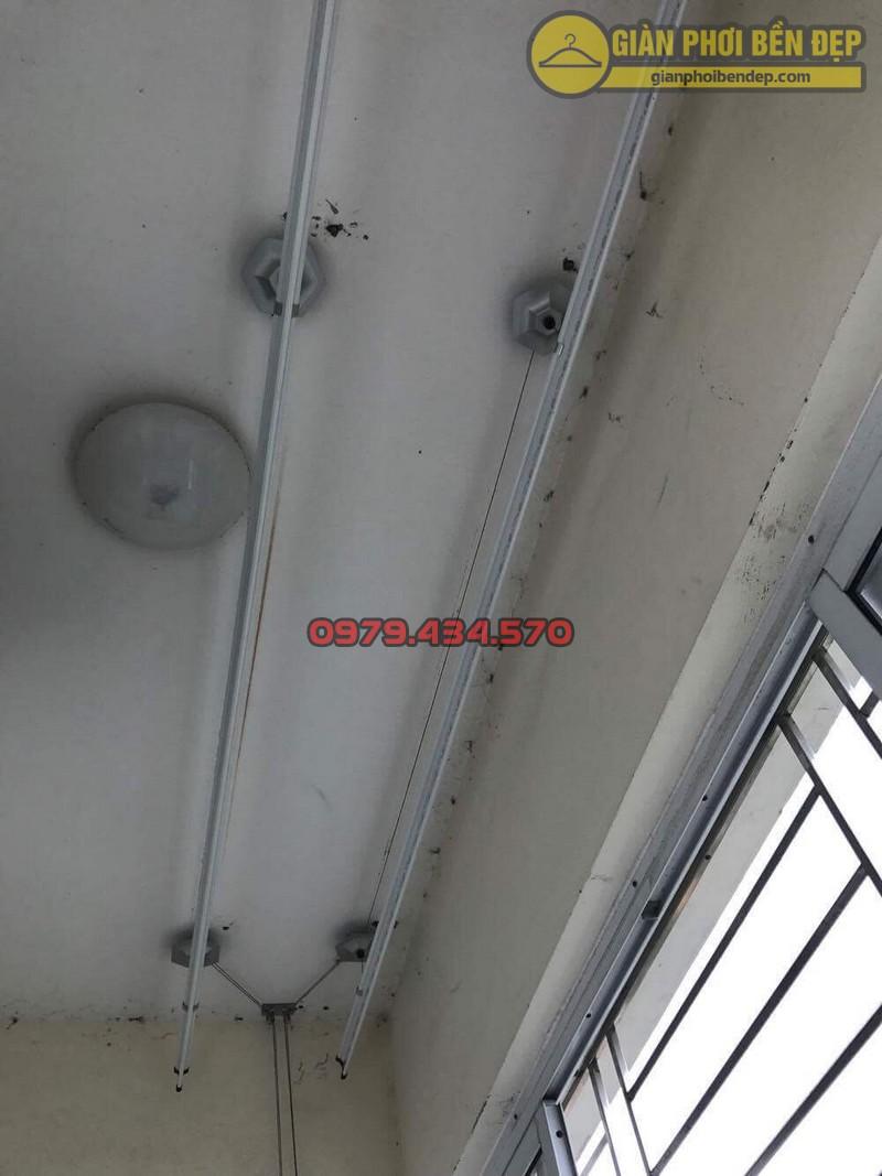 Lắp giàn phơi tại ban công có cục nóng điều hòa nhà chị Xuân KĐT Đặng Xá-09