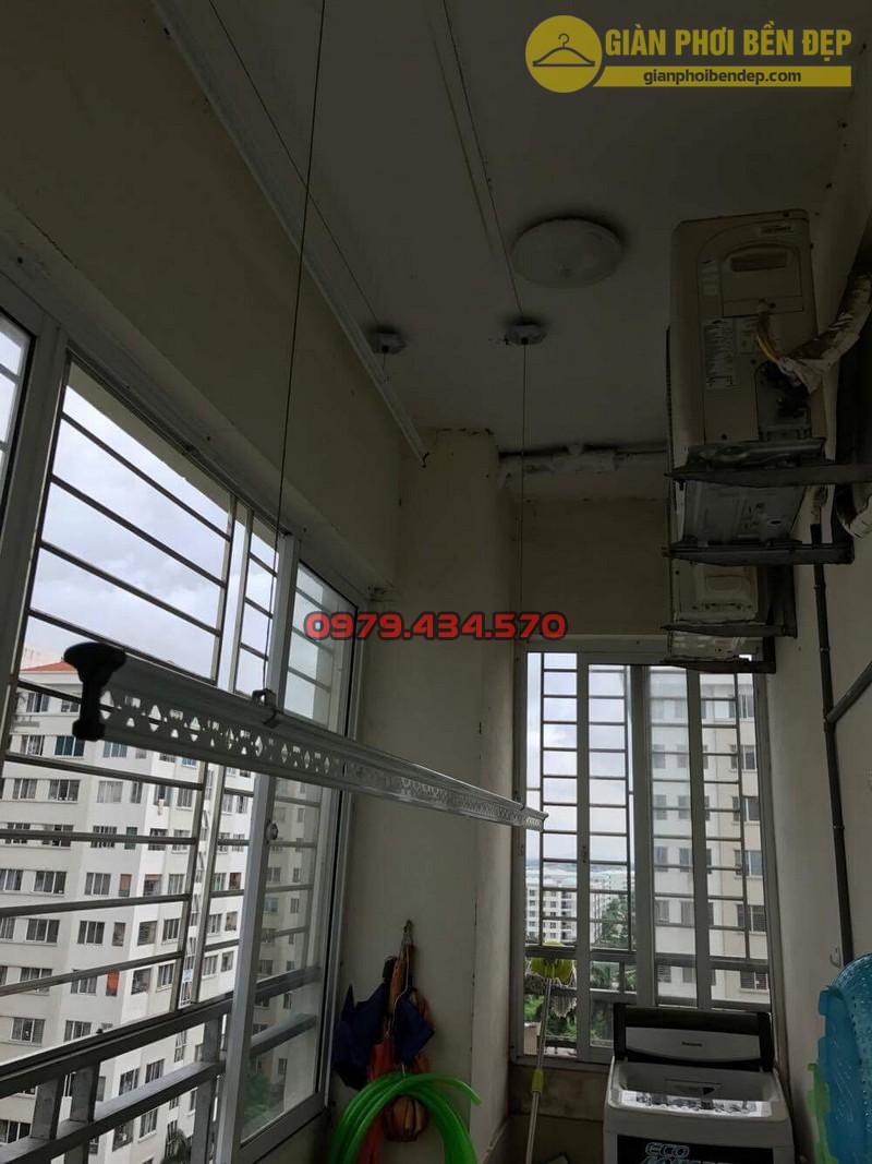 Lắp giàn phơi tại ban công có cục nóng điều hòa nhà chị Xuân KĐT Đặng Xá-07
