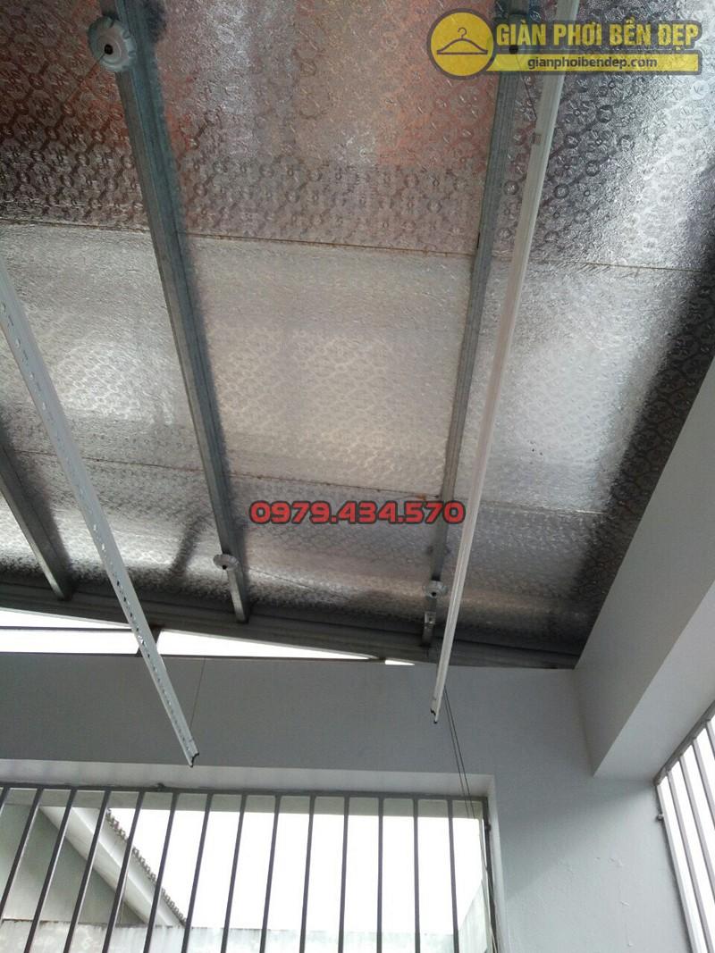 Lắp giàn phơi thông minh Hòa Phát ở trần mái tôn nhà chị Mai, ngõ 156 Tam Trinh