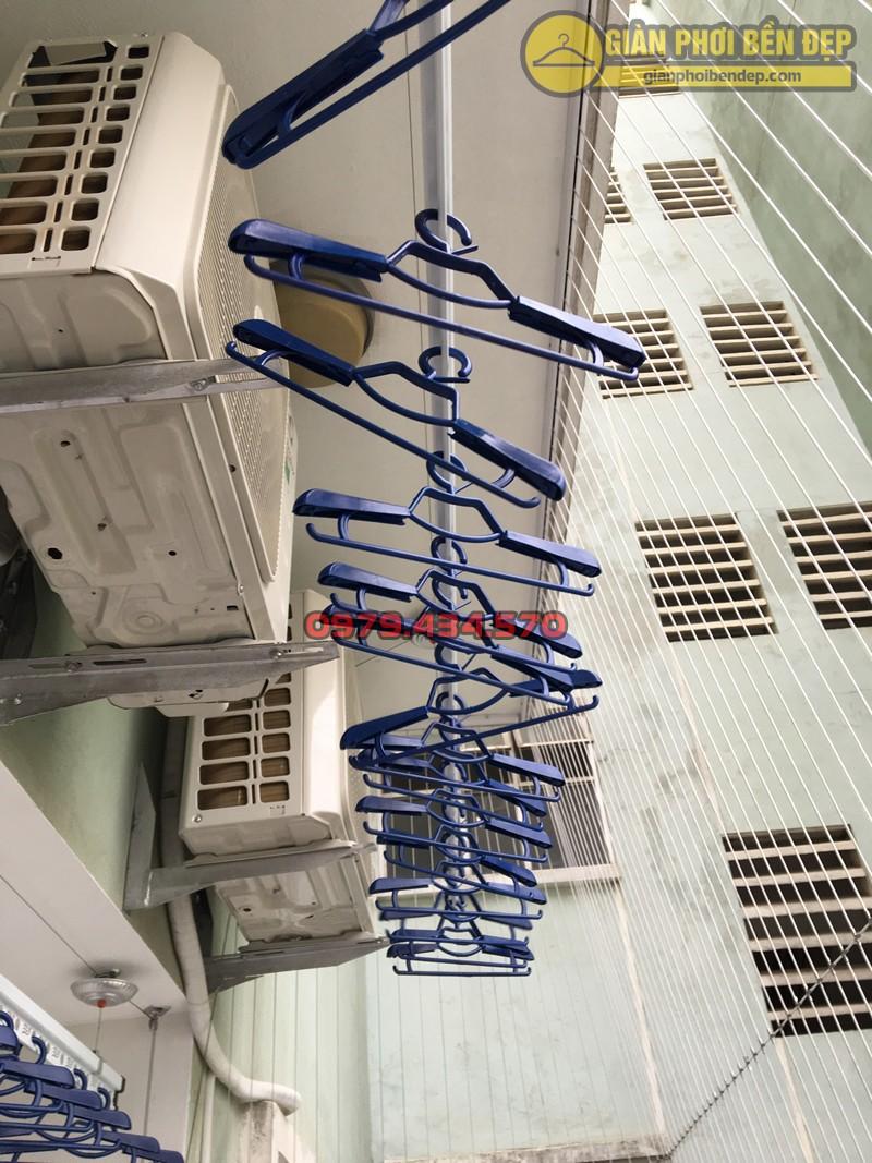 Ban công nhà anh Lâm sau khi lắp đặt giàn phơi nhập khẩu Thái Lan