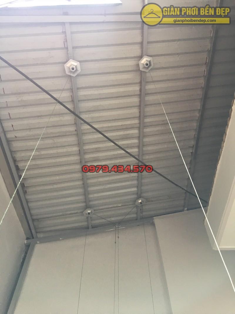 Lắp giàn phơi cho trần mái tôn nhà chị Linh ngách 81/2 Lạc Long Quân-01