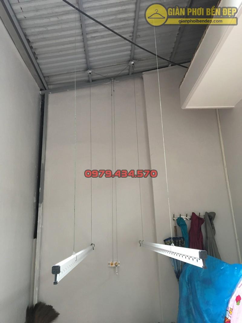 Lắp giàn phơi cho trần mái tôn nhà chị Linh ngách 81/2 Lạc Long Quân-02