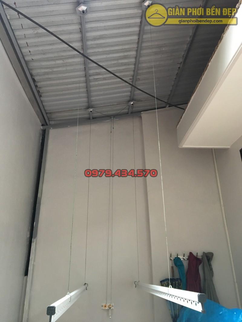 Lắp giàn phơi cho trần mái tôn nhà chị Linh ngách 81/2 Lạc Long Quân-03