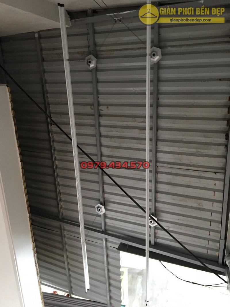 Lắp giàn phơi cho trần mái tôn nhà chị Linh ngách 81/2 Lạc Long Quân-06