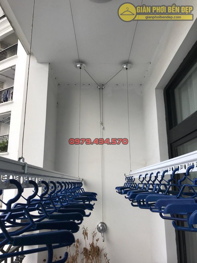 Lắp giàn phơi Thanh Xuân ở tòa R4 chung cư Royal City nhà chị Hiền, giàn phơi Hòa Phát