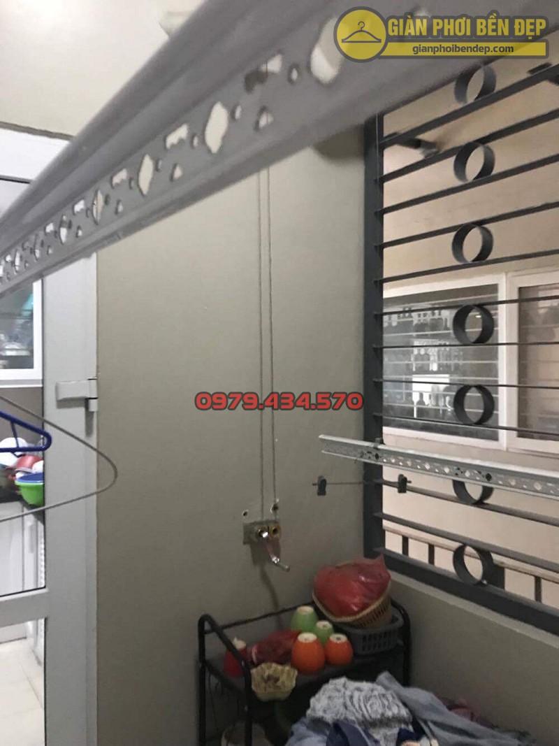 Bộ giàn phơi quần áo nhà chú Minh ở chung cư N04 Hoàng Đạo Thúy